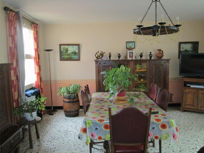 vente maison en pierre avec d pendance. Black Bedroom Furniture Sets. Home Design Ideas